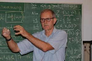 Тестирующие и потоковые алгоритмы для слов, деревьев и графов
